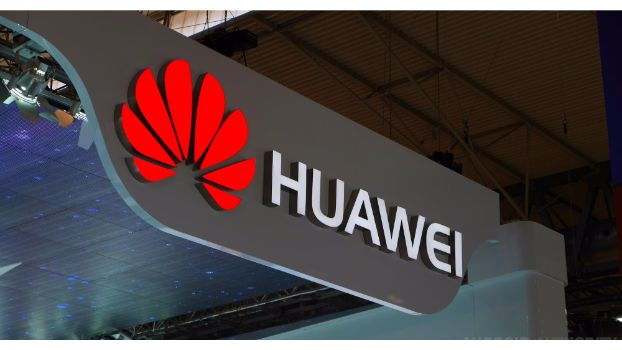 Huawei Turns To Be A Master Entertainer With Glamorous PFDC Fashion  Week 2016