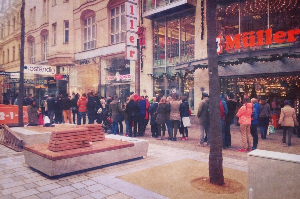dunkin-donuts-queue-vienna-2