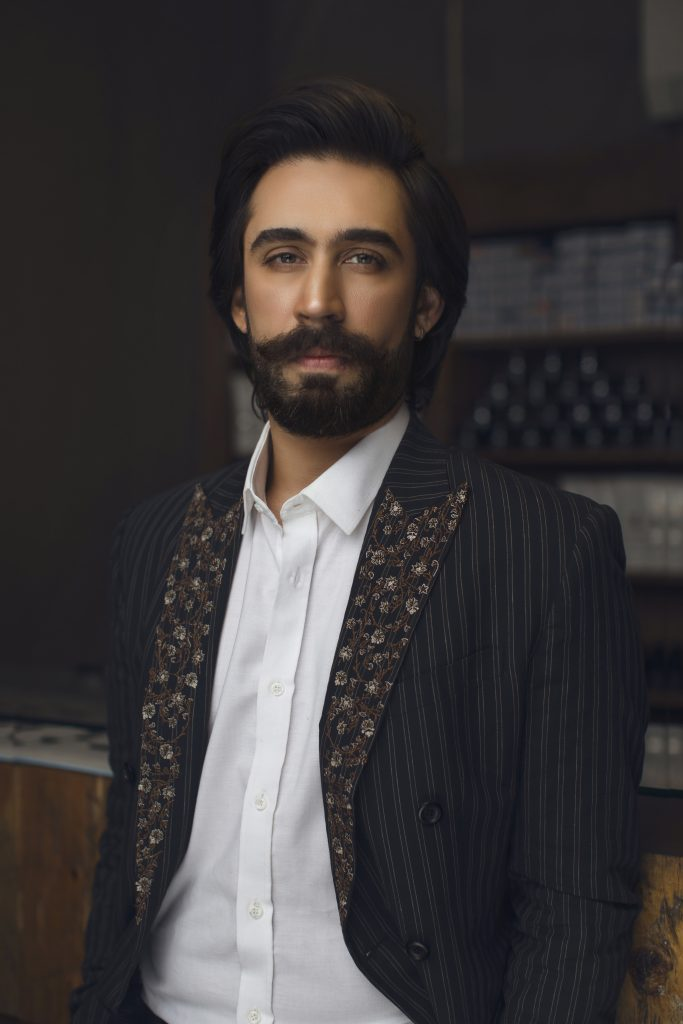 Ali-Rehman Khan-Wins -The-Most-Stylish-Film-Actor_ At Hum Style Awards 2018 (1)