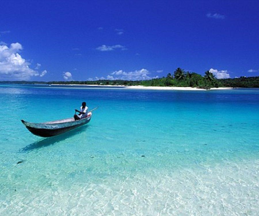A7P2M1 Madagascar, Eastern coast, Sainte Marie Island (Nosy Boraha), the pass to the small island of ile aux nattes